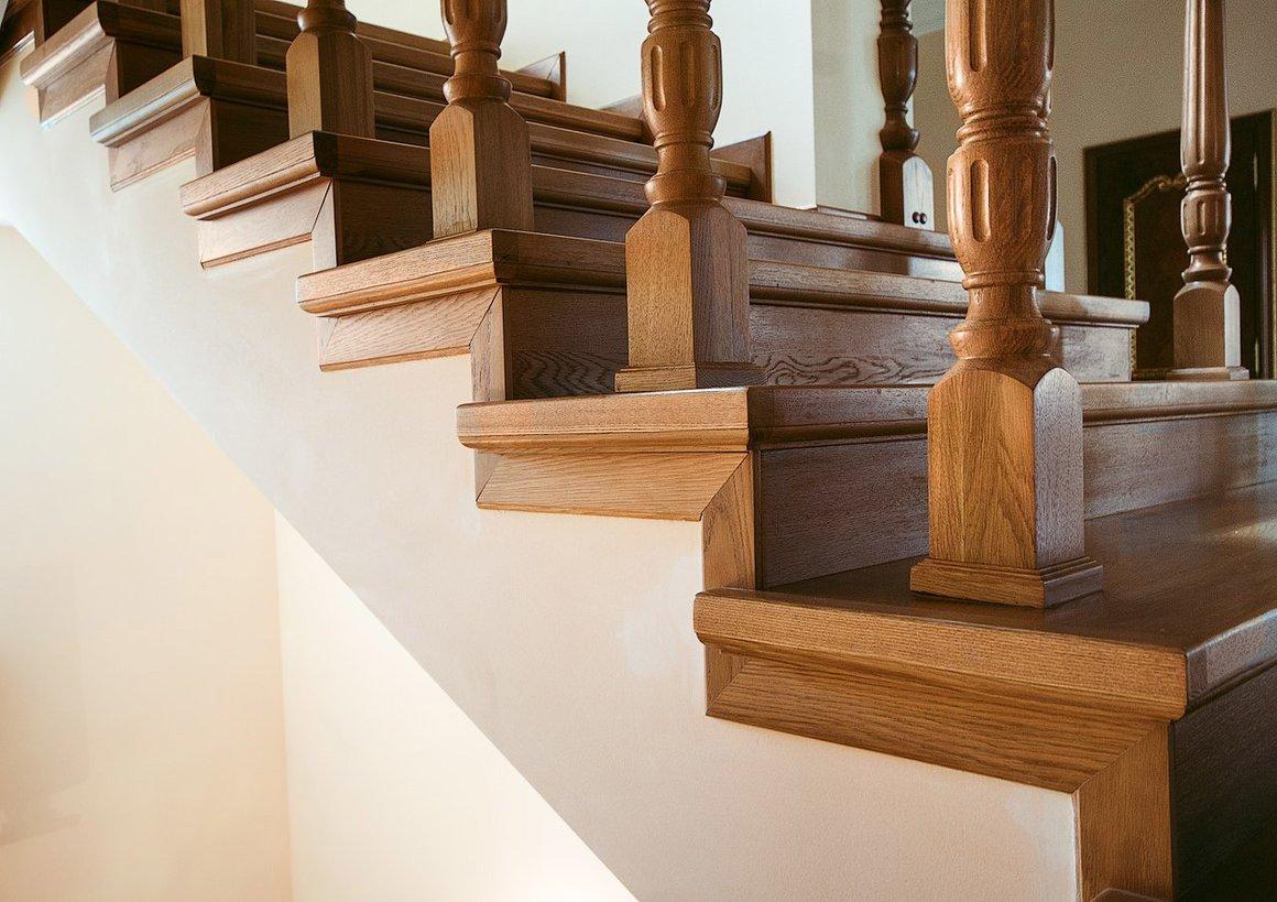 решил исправить чем отделать деревянную лестницу в доме фото нравится низ проводить